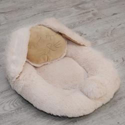 P&D Лежанка для собак и кошек из искусственного меха в форме Зайки, молочно-белая 45х44см