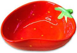 КерамикАрт Миска для собак и кошек керамическая Клубничка, 250мл